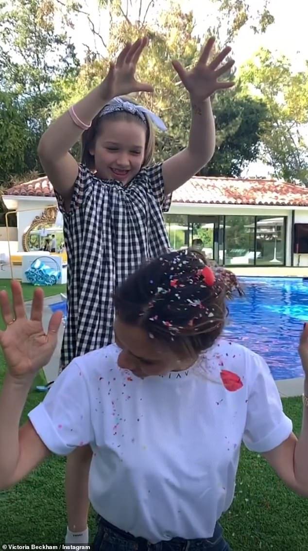 Cuộc sống quý tộc phủ kín hàng hiệu của con gái út nhà Beckham - 1