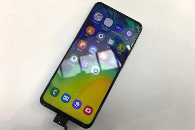 Thị trường smartphone tầm trung lại dậy sóng với Galaxy A60 và A40s - 1