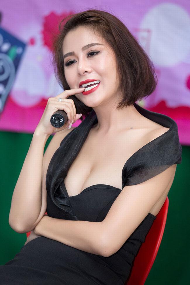 Mới đây nữ diễn viên Nam Thư chia sẻ cô phải mượn tiền để có kinh phí thực hiện bộ phim Thập Tứ cô nương.