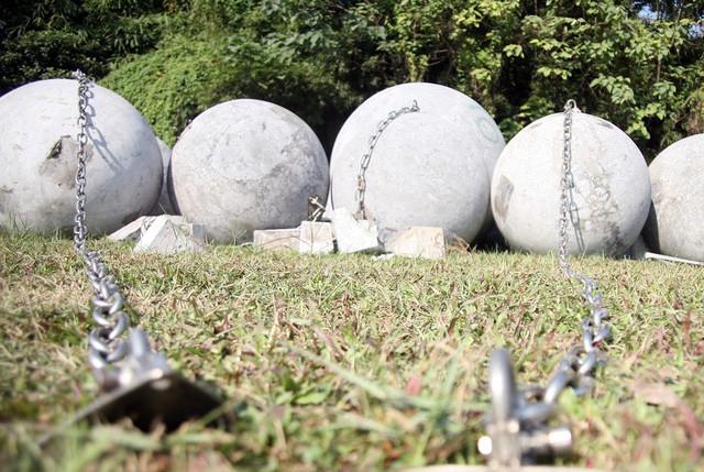 40 quả bóng xích ở SVĐ Mỹ Đình sắp được di dời khỏi bãi đất trống để phục vụ đường đua F1 - 1