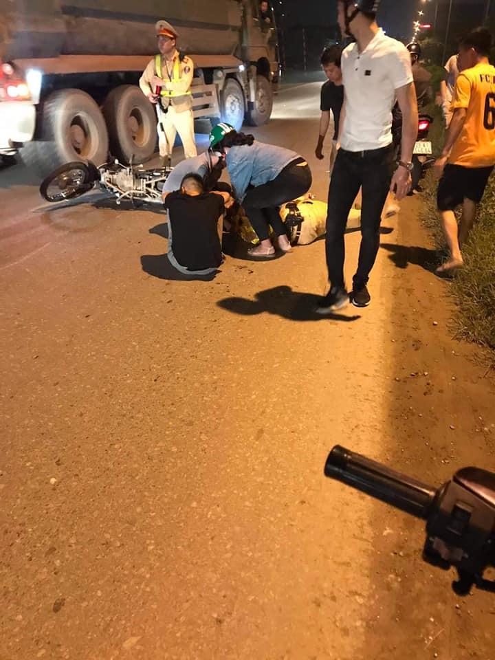 Hà Nội: CSGT bị tông trọng thương khi băng qua đường - 1