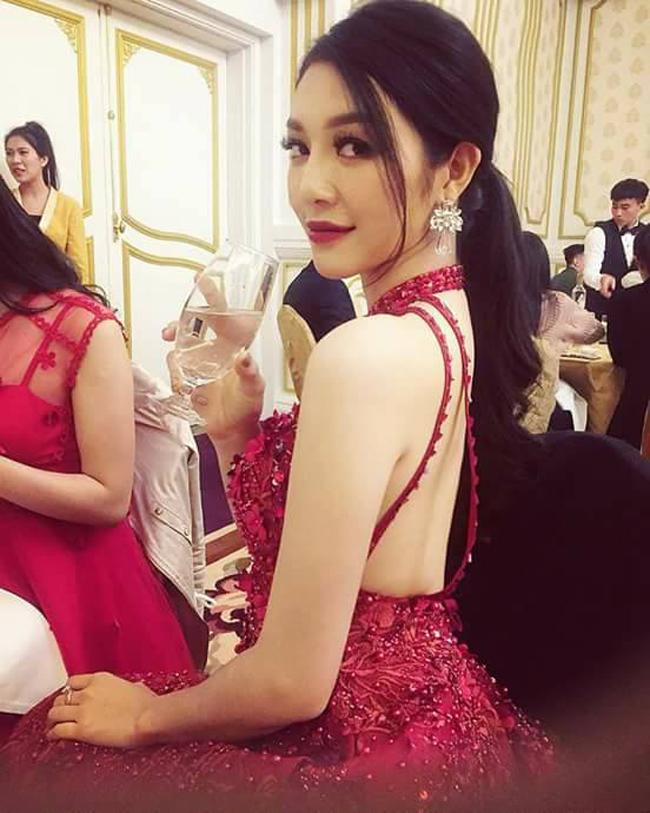 Trong một bài phỏng vấn, cô cho biết, thi hoa hậu tốn kém nhưng đi dự event và chụp hình lại cũng đỡ.