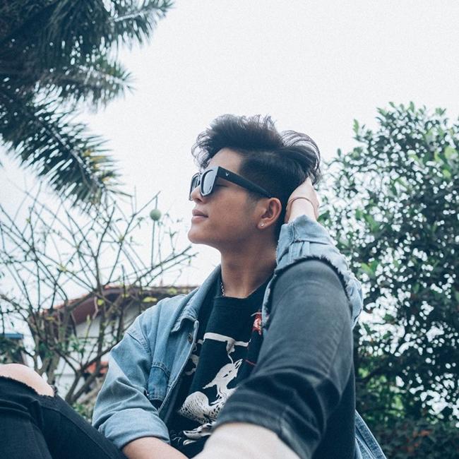 Ca sĩ 18 tuổi theo đuổi phong cách Âu Mỹ và chịu ảnh hưởng lớn bởi gu thời trang của G-Dragon (Big Bang).