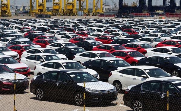 Giá xe giảm, nhập khẩu ô tô tăng sốc so với năm ngoái - 1