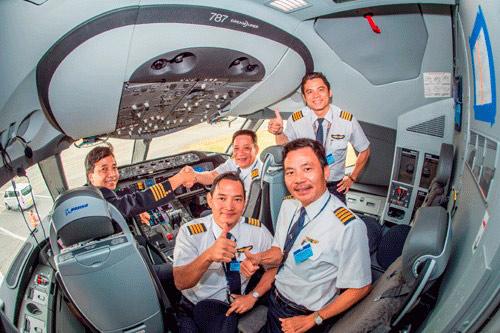 Hé lộ mức lương đáng mơ ước của phi công Vietnam Airlines: 132 triệu đồng/tháng - 1