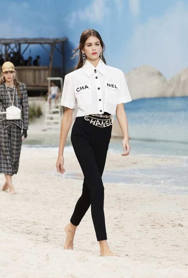 Phượng Chanel đụng hàng áo 50 triệu đồng với con gái Cindy Crawford - 1