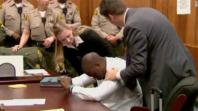 """Rúng động án 10 triệu USD: Cầu thủ """"nựng"""" cô giúp việc, """"làm bậy"""" bạn học - 1"""