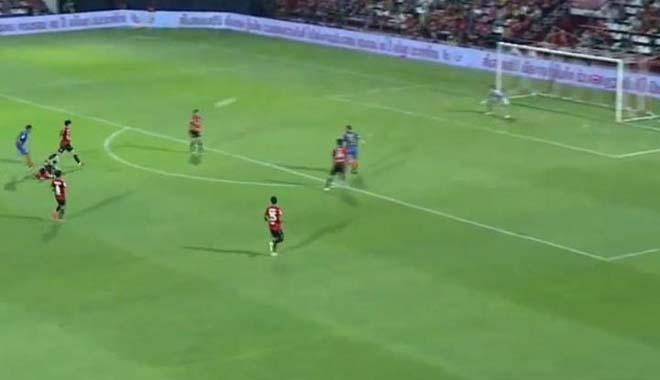 Muang Thong United – Port: Siêu phẩm khó cản, 2 bàn trong 7 phút - 1