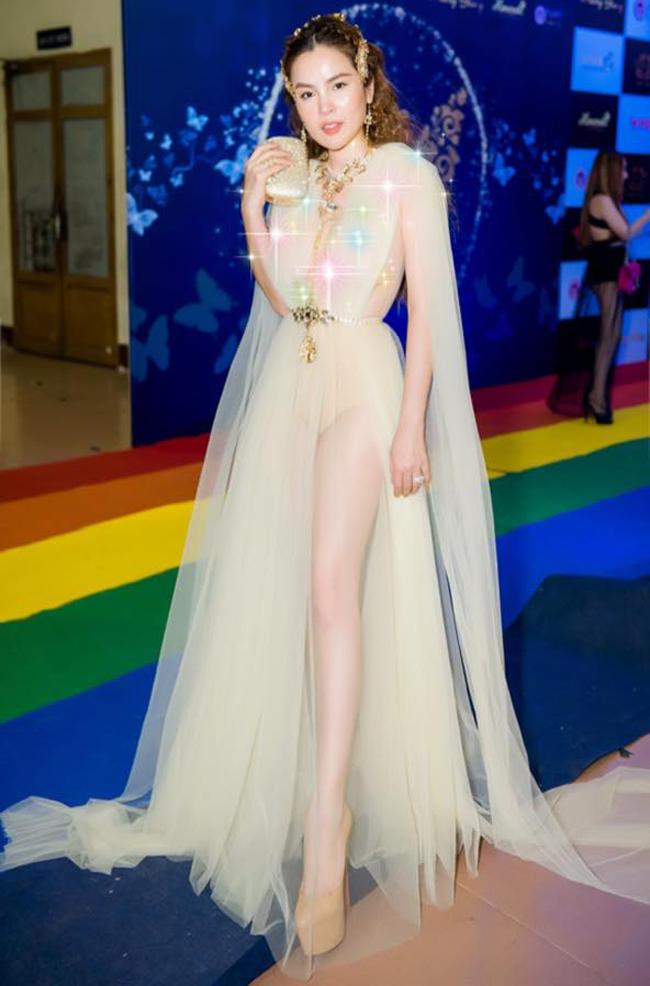 Đôi lúc, Hoa hậu Quý bà còn gây sốc với thời trang hở táo bạo.