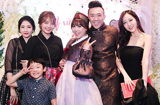 Rudya được dân mạng truy lùng từ khi xuất hiện trong đám cưới của chị gái, vào tháng 12.2016. Trong khi Maria là cái tên lạ lẫm vì cô sinh sống tại Hàn Quốc và đây là lần đầu xuất hiện trước truyền thông Việt Nam thì Rudya Yoo được nhiều người biết tới hơn bởi cô sống ở Việt Nam và thỉnh thoảng được chị gái Hari dẫn tới tham gia sự kiện trong showbiz.