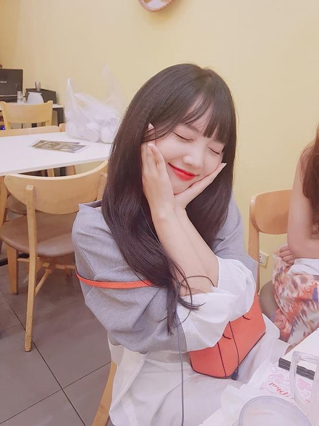 Em gái Hari Won được nhiều người hâm mộ yêu mến vì sở hữu nhan sắc ngọt ngào, dễ thương.