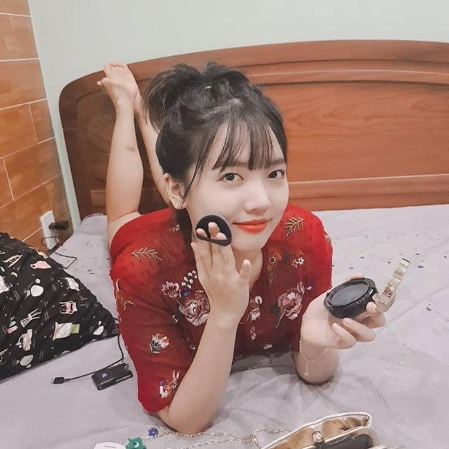 Trên mạng xã hội, Rudya thường đăng tải hình ảnh cổ vũ chị gái Hari và không quên ủng hộ các tác phẩm phim ảnh của anh rể Trấn Thành.