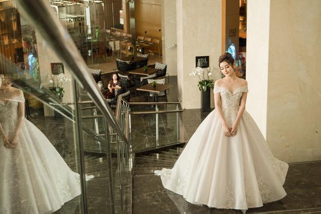 Á hậu Huyền My gây chú ý với bộ váy cưới 2,5 tỷ đồng - 1