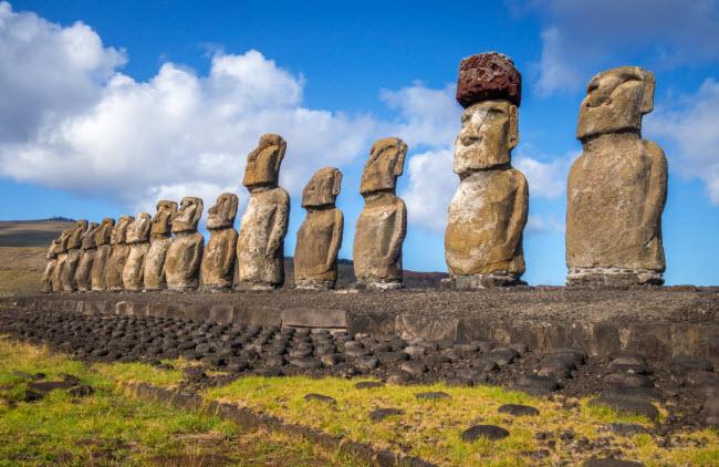 Đảo Phục Sinh: Bí mật lớn nhất của hòn đảo ở Ấn Độ Dương là 887 bức tượng khổng lồ, nhưng mục đích của chúng vẫn chưa có lời giải đáp.