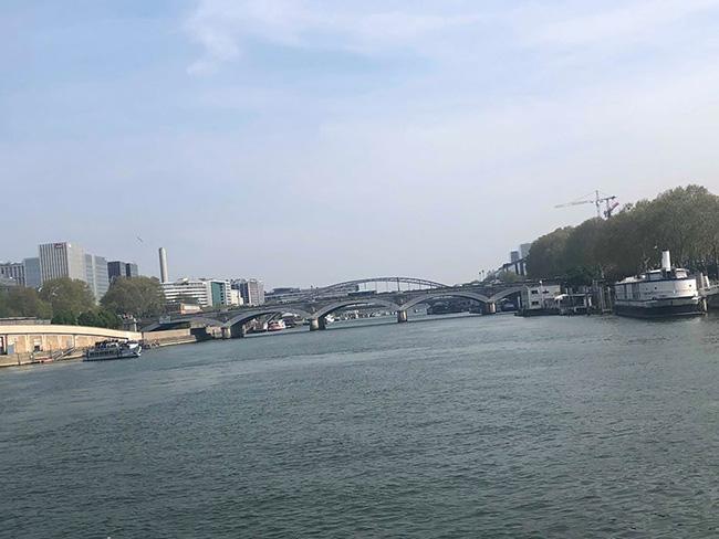 """Ghé thăm dòng sông Seine thơ mộng của """"thành phố tình yêu"""" Paris - 1"""