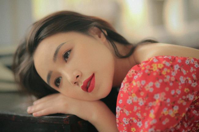 """Quỳnh Kool thừa nhận, cô """"không thích lớn một tẹo nào cả"""" (cười) nên vẫn thấy có nhiều tâm sự khá trùng với """"tuổi 24 chông chênh"""" kia."""
