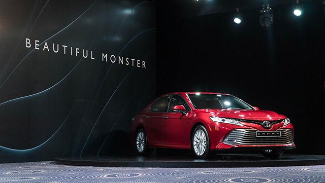 Bảng giá xe Toyota Camry 2019 lăn bánh - Toyota gây bất ngờ khi công bố giá 2 phiên bản mới nhất - 1