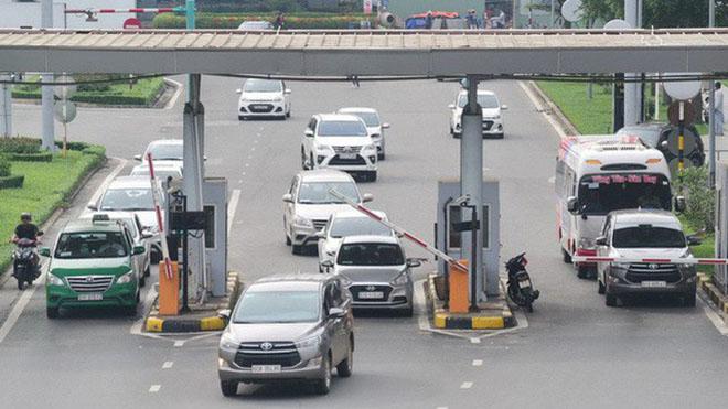 Miễn thu phí cho xe ô tô khi đón trả khách tại sân bay - 1