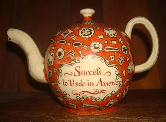 Năm 2009, trong một cuộc đấu giá, ấm trà cổChipped Wedgwood được mua với giá 130.000 USD (~3,02 tỷ đồng).