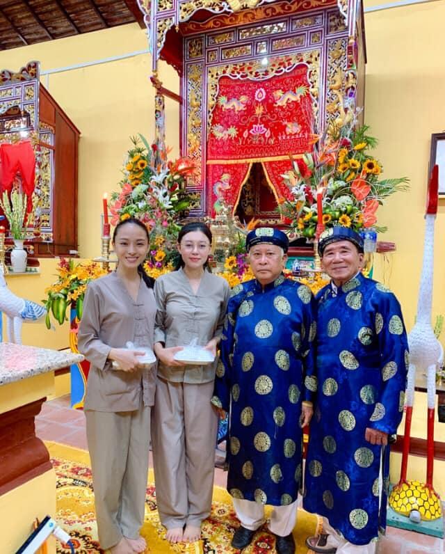 Trương Hồ Phương Nga mặc giản dị đi hội đình vẫn gây chú ý vì nhan sắc nổi bật - 1