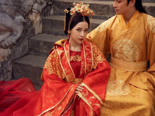 """""""Cô Cám"""" Chi Pu: Thôn nữ chân quê vụt sáng diễm lệ trong trang phục tiến cung"""