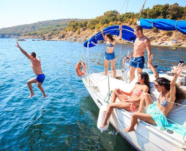 Anh: Nhân viên tàu du lịch tiết lộ chuyện quan hệ với khách để tăng thu nhập - 1