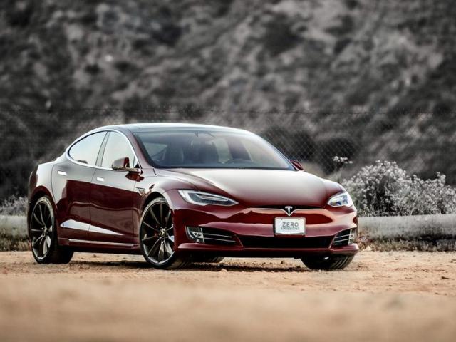 Siêu xe điện Tesla Model S phát nổ, bốc cháy dữ dội ở Trung Quốc