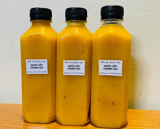 Chị làm đủ loại nước ép trái cây, một số loại như: cà rốt, dưa hấu, dứa, dứa và carot, cam và carot, cam tươi, bí đao, cần tây, cần tây và táo, rau má…