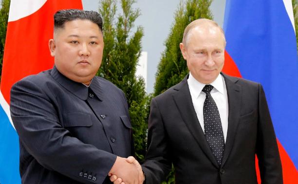 Kim Jong Un gặp Putin: Ngôn ngữ cơ thể tiết lộ điều gì sau những tuyên bố? - 1