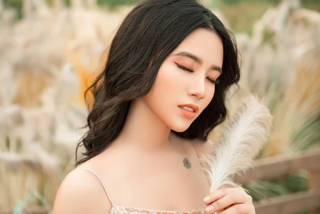 Linh Miu khoe hình xăm được thực hiện cuối năm 2018. Cô tiết lộ đây là hình ảnh 9 cái đuôi của hồ ly tụ lại thành bông hoa - nickname gắn liền với tên tuổi Linh Miu.