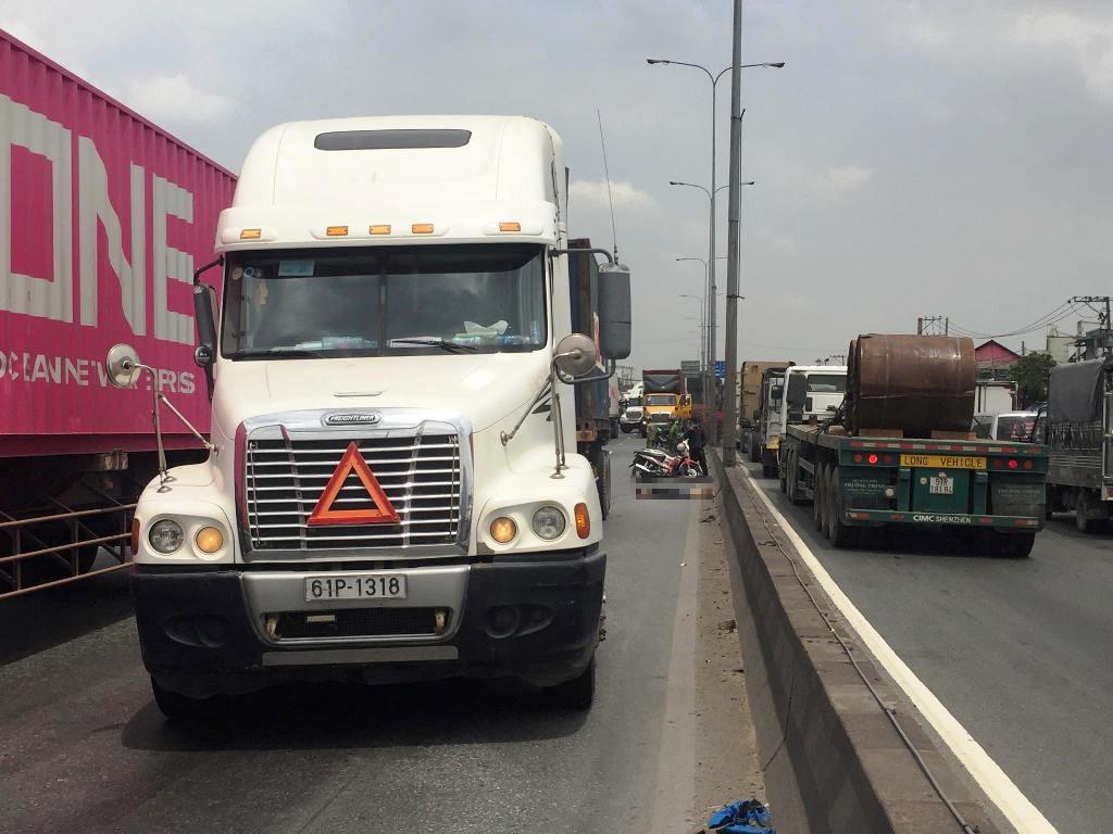 Nóng 24h qua: Ám ảnh với phản ứng của tài xế container sau tai nạn chết người - 1
