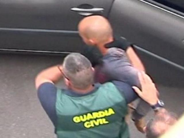 TBN: Đau xót bé trai dẫn cảnh sát tới nơi giấu xác mẹ và anh trai nghi bị cha sát hại