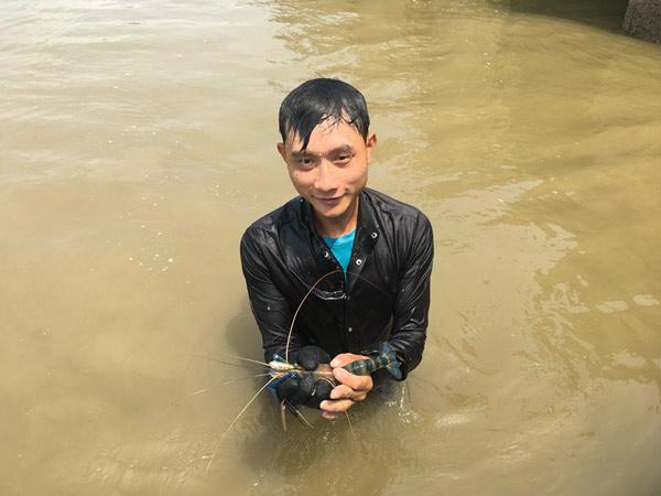 """""""Biệt đội rái cá"""" bên sông Lam: Ngày gặp may có ngay tiền triệu - 1"""