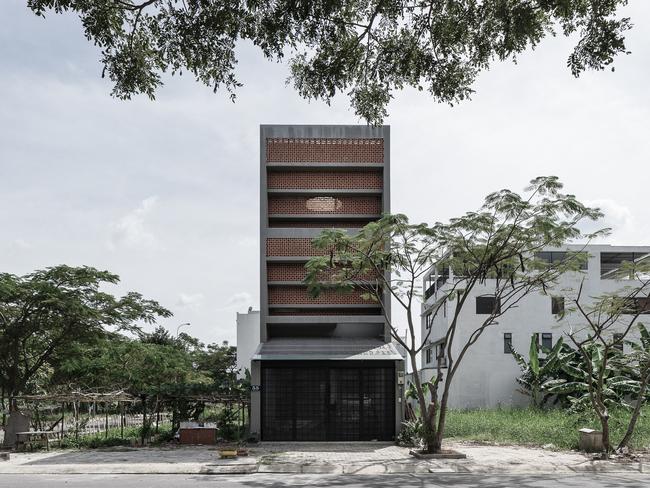 Đây là kiểu nhà đặc trưng tại thành phố Hồ Chí Minh – được xây trên diện tích đất nhỏ nên cần chú trọng thiết kế hợp lý để có được không gian sống thoải mái.