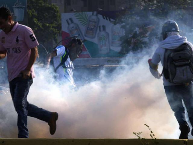 Thủ lĩnh đối lập Venezuela tuyên bố đảo chính, lật đổ Tổng thống Maduro