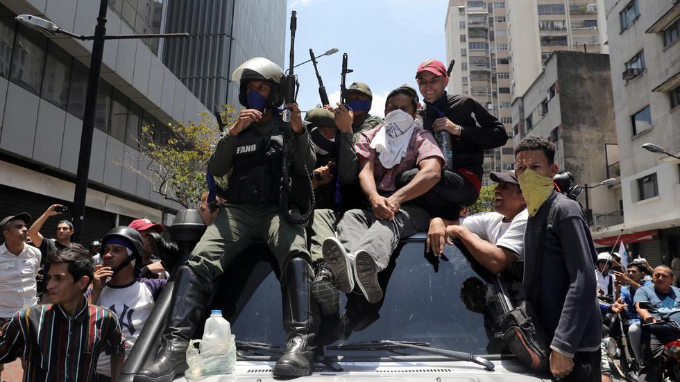 Venezuela cảnh báo sử dụng vũ khí nếu người biểu tình tràn vào phủ tổng thống - 1