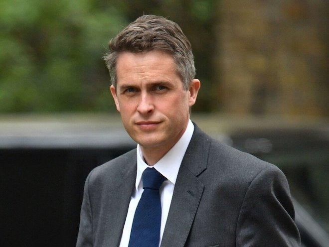 Bộ trưởng Quốc phòng Anh bị sa thải vì làm lộ bí mật về Huawei - 1