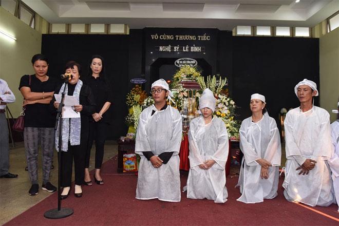 Gia đình NS Lê Bình làm điều bất ngờ trong lễ truy điệu khiến ai cũng xúc động - 1