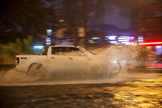 Kinh nghiệm lái xe cho cánh tài xế trong mùa mưa lũ sắp tới - Hạn chế tối đa rủi ro hư hỏng xe - 1