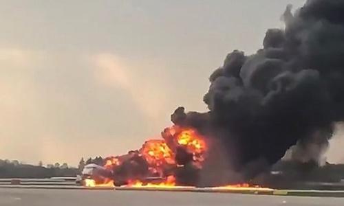 Cháy máy bay Sukhoi Nga khiến 41 người chết: Nguyên nhân do đâu? - 1