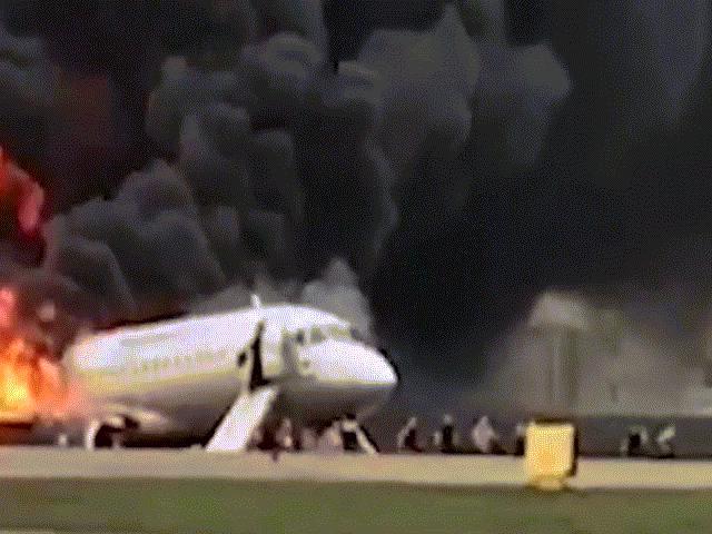 """Cháy máy bay Nga: Hành khách tự """"đẩy nhau vào con đường chết"""""""