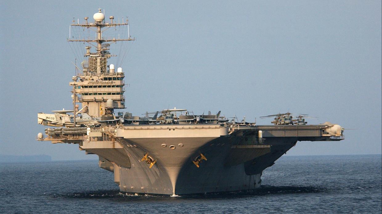 Bị Iran coi là khủng bố, Mỹ đưa đội tàu sân bay và oanh tạc cơ đến Trung Đông - 1