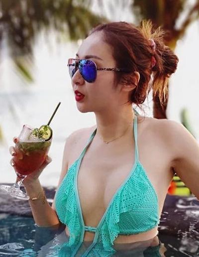 """Người đẹp bị gạ gẫm """"qua đêm"""" giá 300 triệu khoe ảnh gợi cảm ở Phú Quốc - 1"""