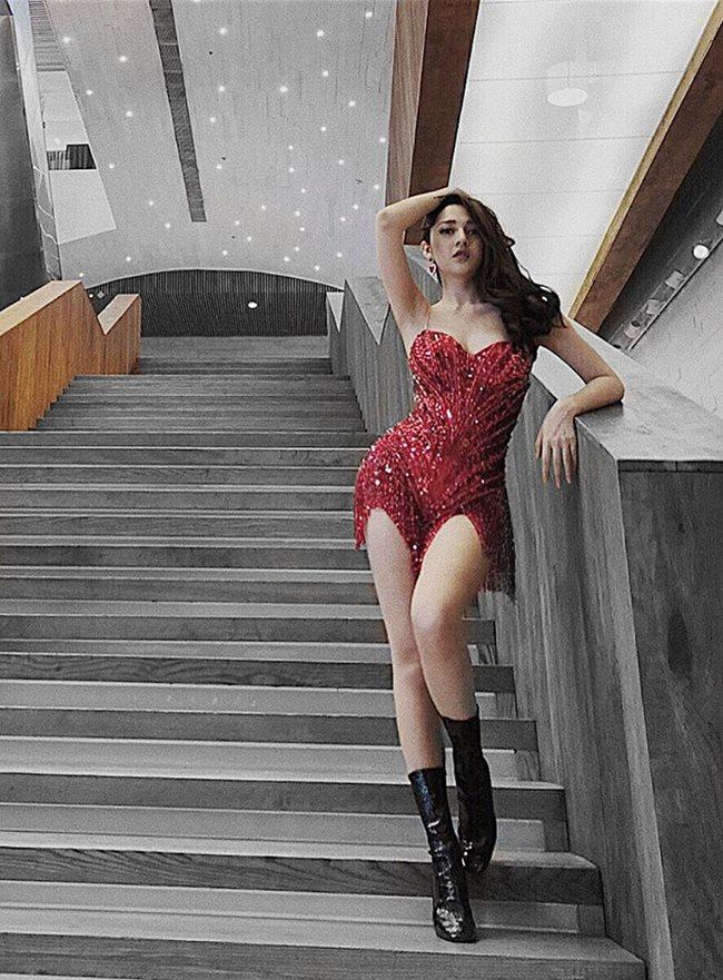 """Với đường cong cơ thể """"đẹp từng centimet"""",Bảo Anhđang là một trong những ca sĩ có số đo 3 vòng cuốn hút nhất hiện nay."""
