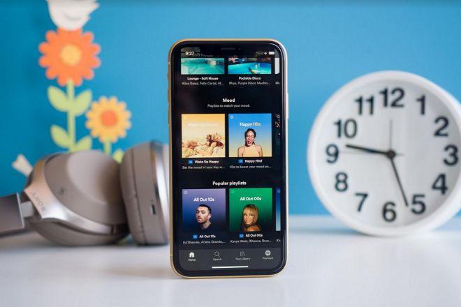 Từ vụ kiện tụng 26,6 tỷ USD, Apple Music và Spotify có gì khác nhau? - 1