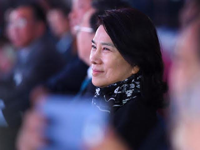 """Bạn biết gì về """"người đàn bà thép"""" vừa khiến Chủ tịch Xiaomi mất trắng 150 triệu USD?"""