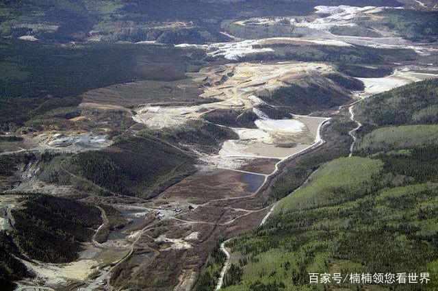 Con sông đắt đỏ nhất TG, đáy sông chứa đầy vàng lấp lánh - 1