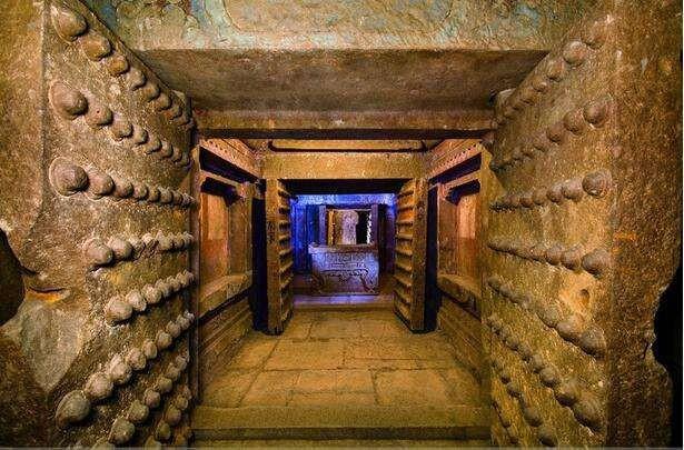 Dòng sông thủy ngân khổng lồ đáng sợ trong lăng mộ Tần Thủy Hoàng - 1