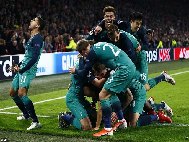 """Tottenham ngược dòng hạ Ajax: Pochettino nghẹn ngào, đồng nghiệp """"chết lặng"""""""