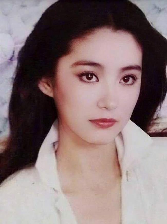 """Lâm Thanh Hà từng được Châu Tinh Trì mời vào vai Long Nhi, con gái giáo chủ Thần Long giáo trong Lộc đỉnh ký 2: Thần Long giáo.Nữ diễn viên sinh năm 1954 từng được mệnh danh là """"ngọc nữ màn ảnh"""" Đài Loan những năm 1980-1990."""